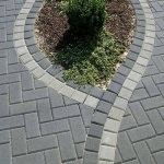 Особенности укладки тротуарной плитки на склоне