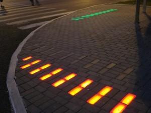 светодиодная плитка на пешеходном переходе