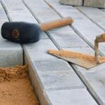 Инструменты, необходимые для укладки тротуарной плитки