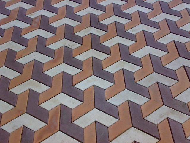 Фигурная тротуарная плитка с псевдо-3D рисунком
