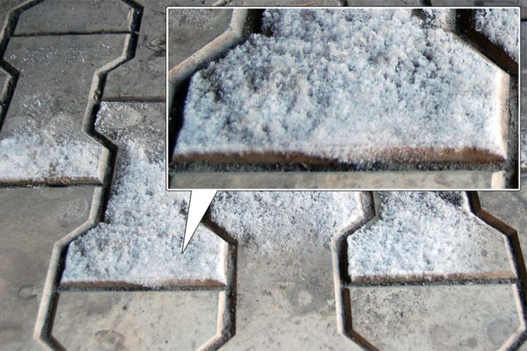 Narushenie vodonepronicaemosti trotuarnoj plitki