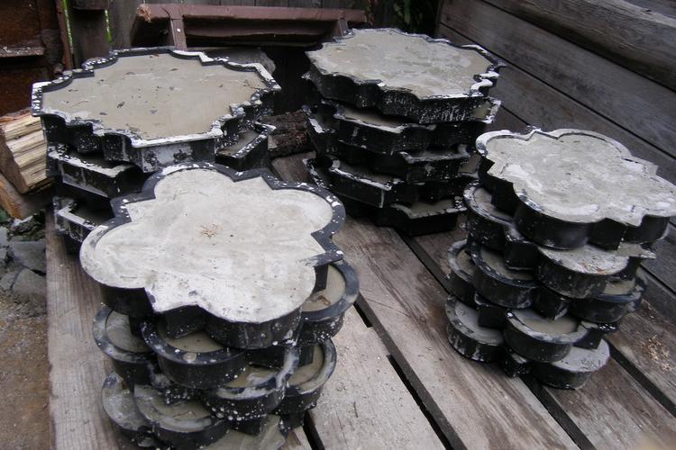 Литая плитка в формах