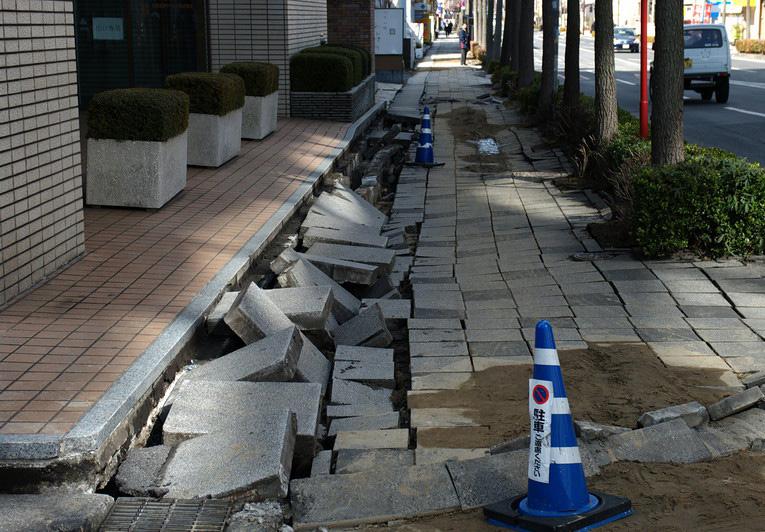 Просадка тротуара из-за ошибок подготовки основания