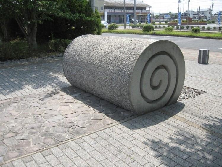 Тротуар из бетонной брусчатки и искусственного камня