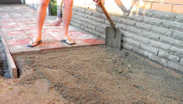 Как правильно укладывать тротуарную плитку на песок своими руками