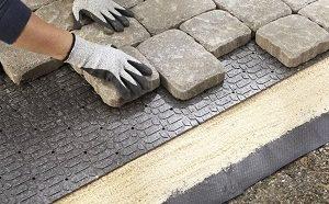 Укладка тротуарной плитки своими руками - особенности процесса и пошаговая инструкция