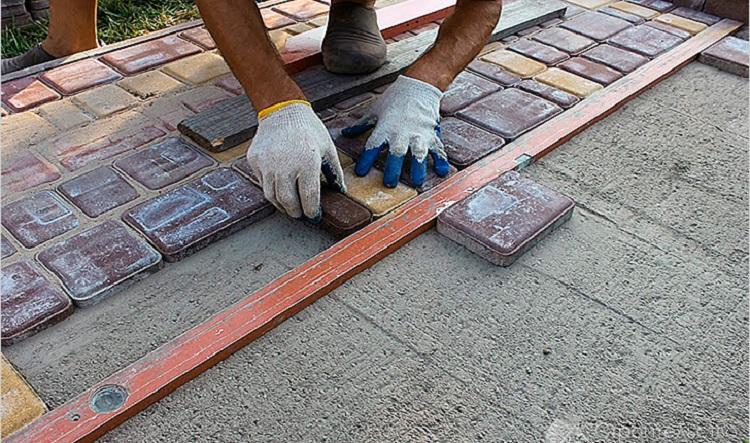 Укладка тротуарной плитки своими руками - преимущества самостоятельных работ