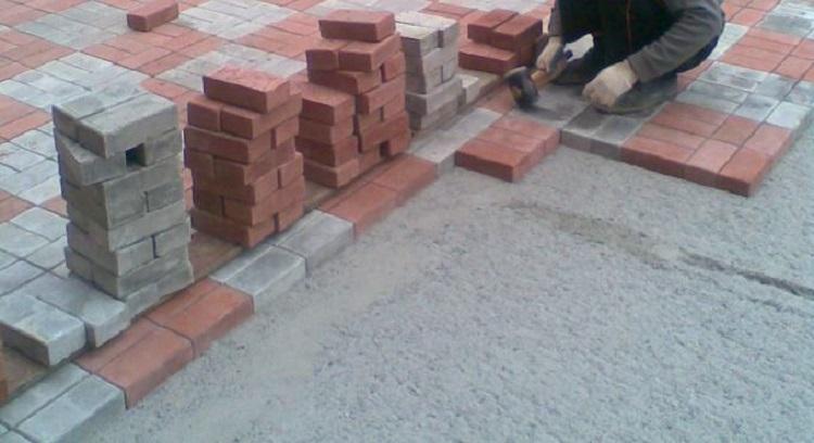 Преимущества и недостатки укладки плитки на бетонное основание