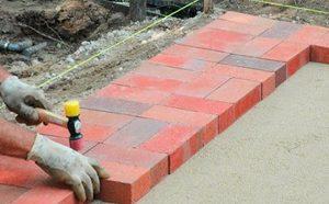 Укладка тротуарной плитки на бетонное основание - особенности технологии