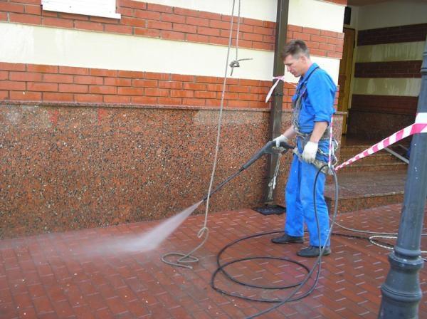 Очистка полимерной тротуарной плитки от цемента